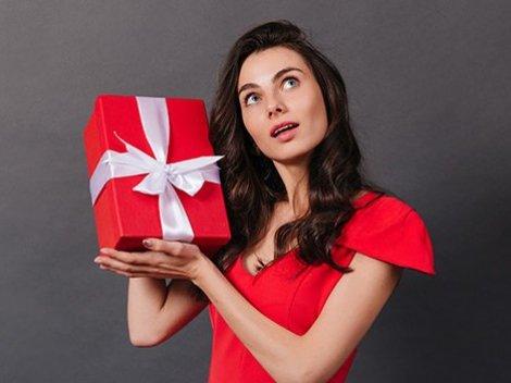 Почему мужчина не дарит подарки тебе, а Ленке муж уже шубу купил?