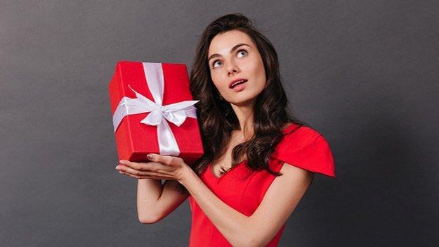 Почему мужчина не дарит подарки тебе, а Ленке муж уже шубу купил? фото